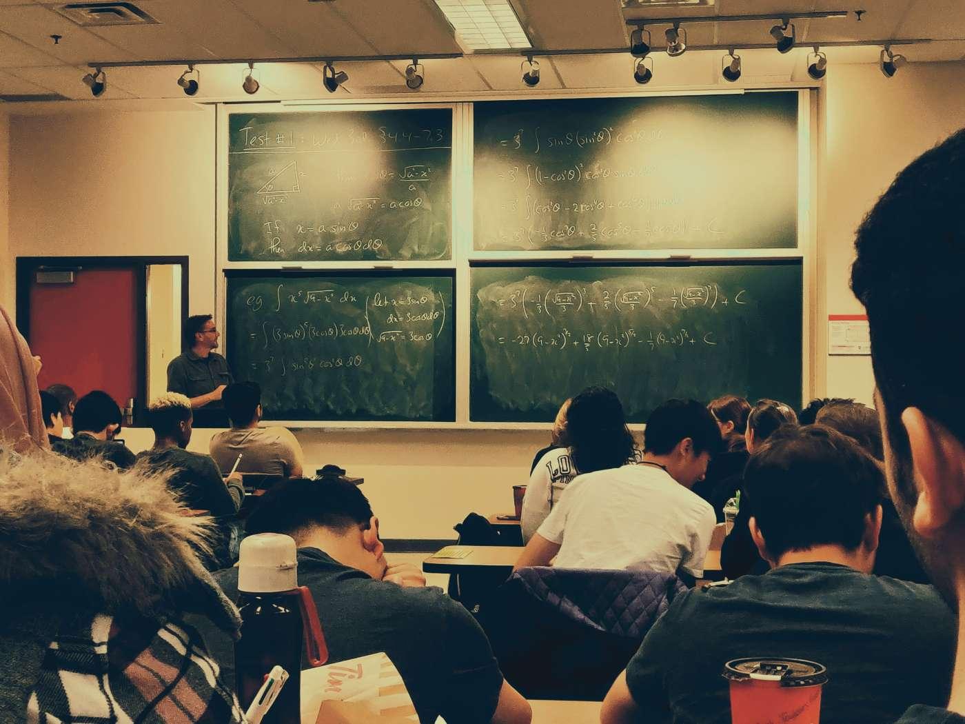 Colina entre los 20 mejores liceos bicentenario en la PTU