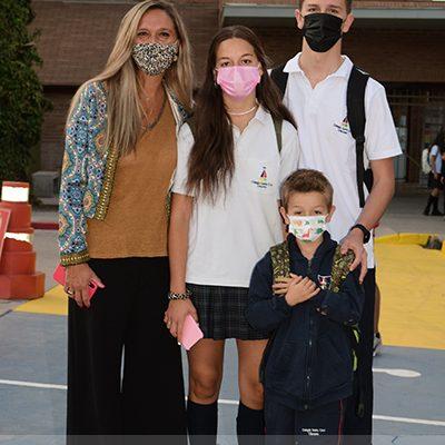 Peter, Antonia y Santiago Furniss Vio con su mamá Constanza Vio Baja