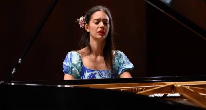 Mahani Teave primera chilena en llegar al N°1 de Billboard en música clásica