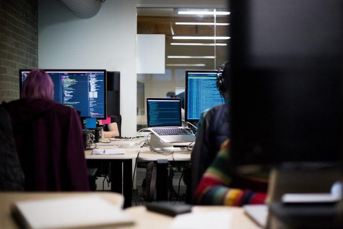 Los 6 beneficios de ser bilingüe para un profesional de la tecnología