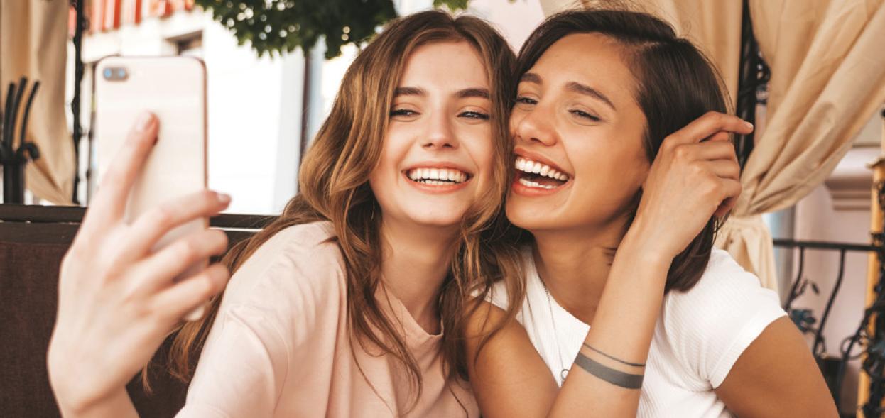La autoestima de la selfie: Las niñas distorsionan su apariencia virtual a nivel global por las presiones que existe en las redes sociales