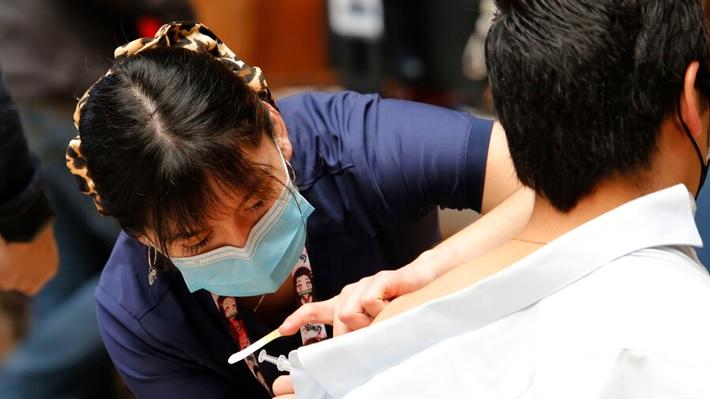 Vacunación los fines de semana: Habilitarán velódromo del Estadio Nacional y Minsal destaca aumento de interés