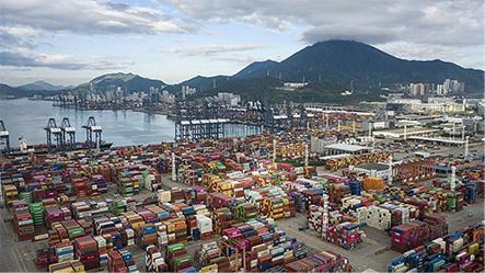 El «atasco» de los puertos de China supera al del Canal de Suez y amenaza con llevar «el caos» al comercio global