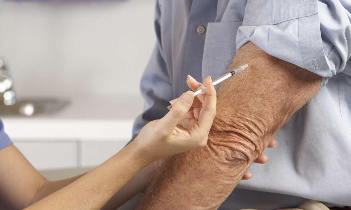 Más de la mitad de los adultos no vacunados contra el Covid le tiene miedo a las agujas: cuatro formas de combatir este temor según la ciencia