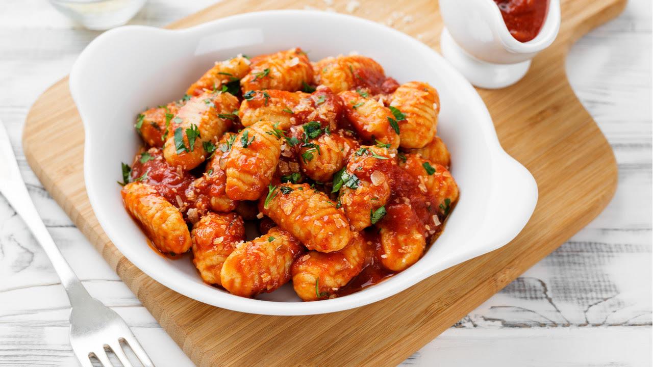 Gnocchi con salsa putanesca