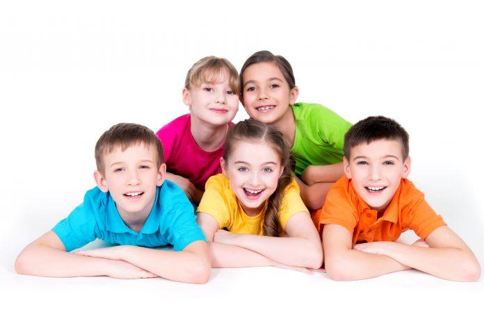 ¿Cómo influyen los colores en la ropa de los niños?