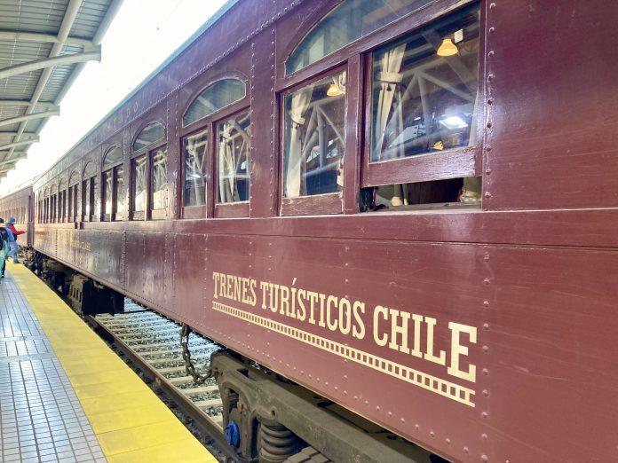 Tren del recuerdo reinició hoy su operación entre Santiago y San Antonio
