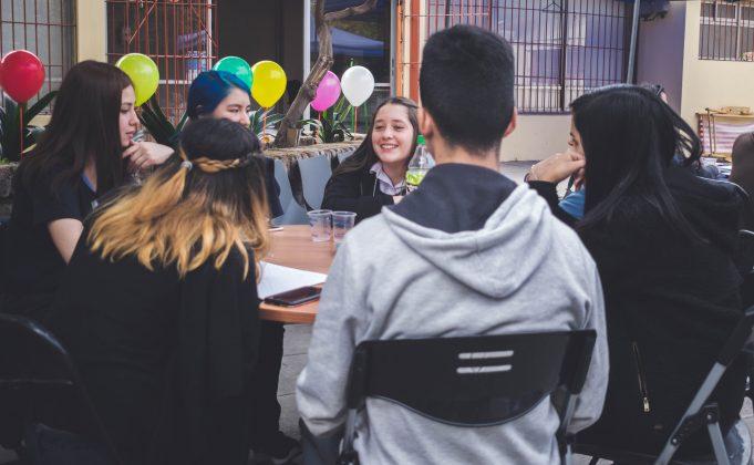 Conversaciones difíciles con adolescentes: escuela de amor dará charlas gratuitas para adultos de todo chile