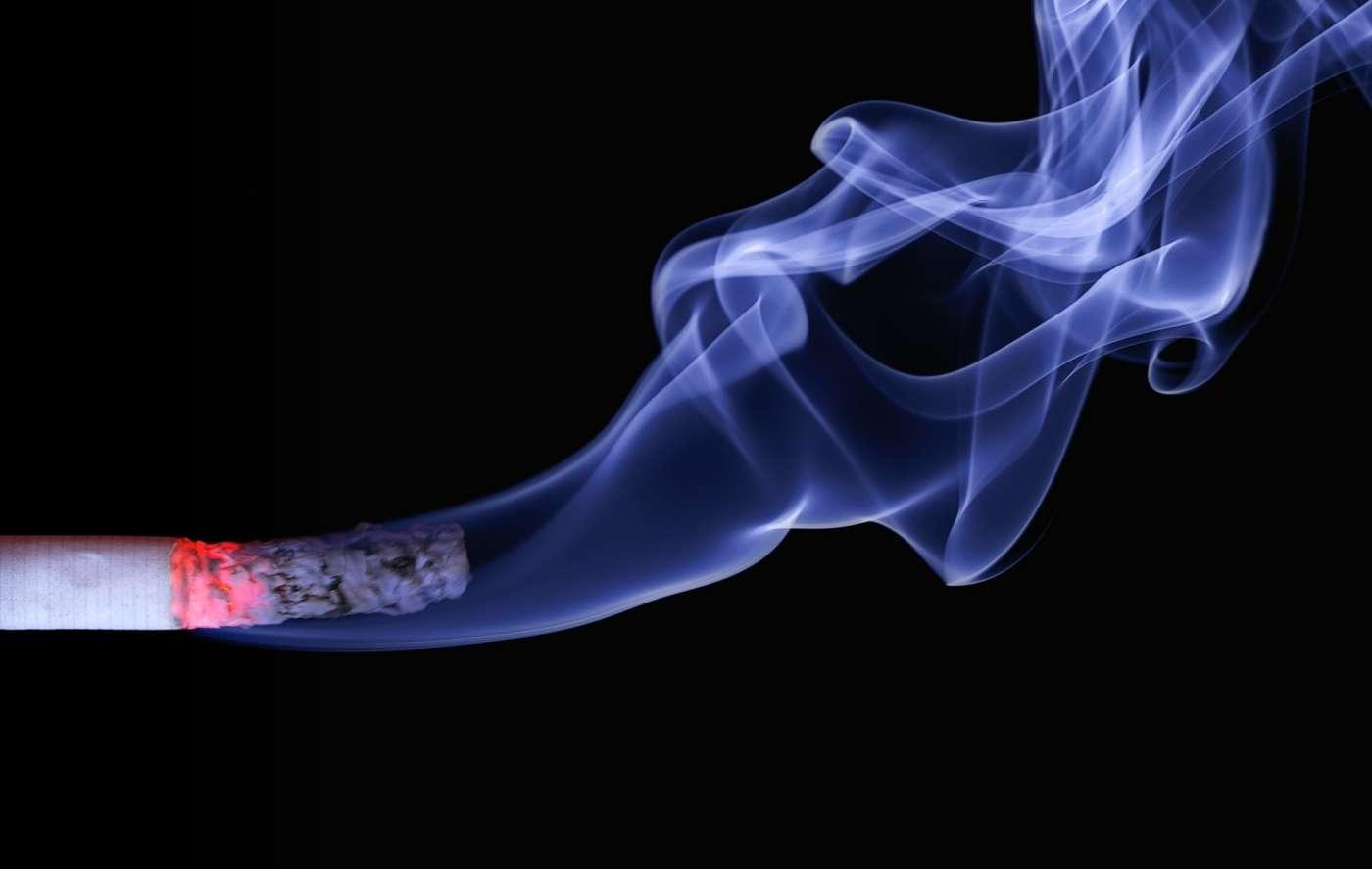 ¿Sabías que fumar puede provocar sordera?